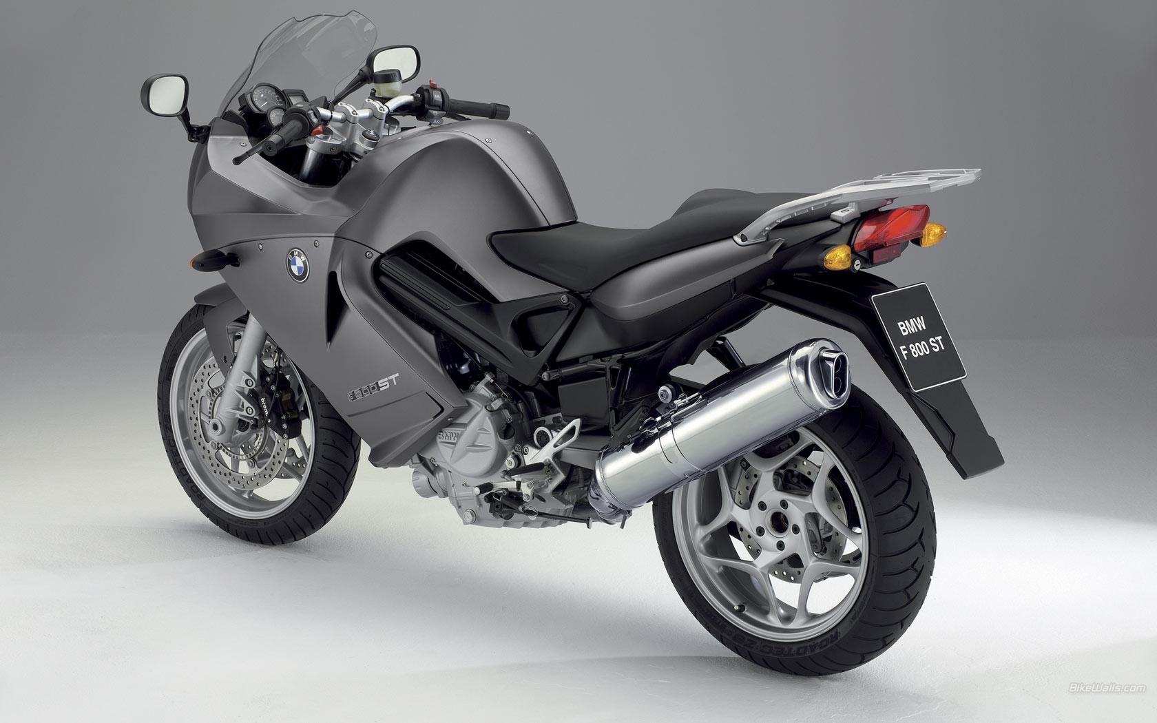 BMW_F_800_ST_2006_05_1680x1050.jpg