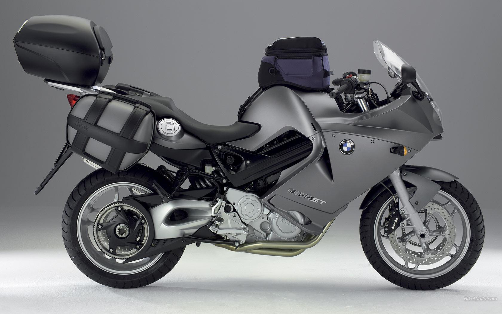 BMW_F_800_ST_2006_10_1680x1050.jpg