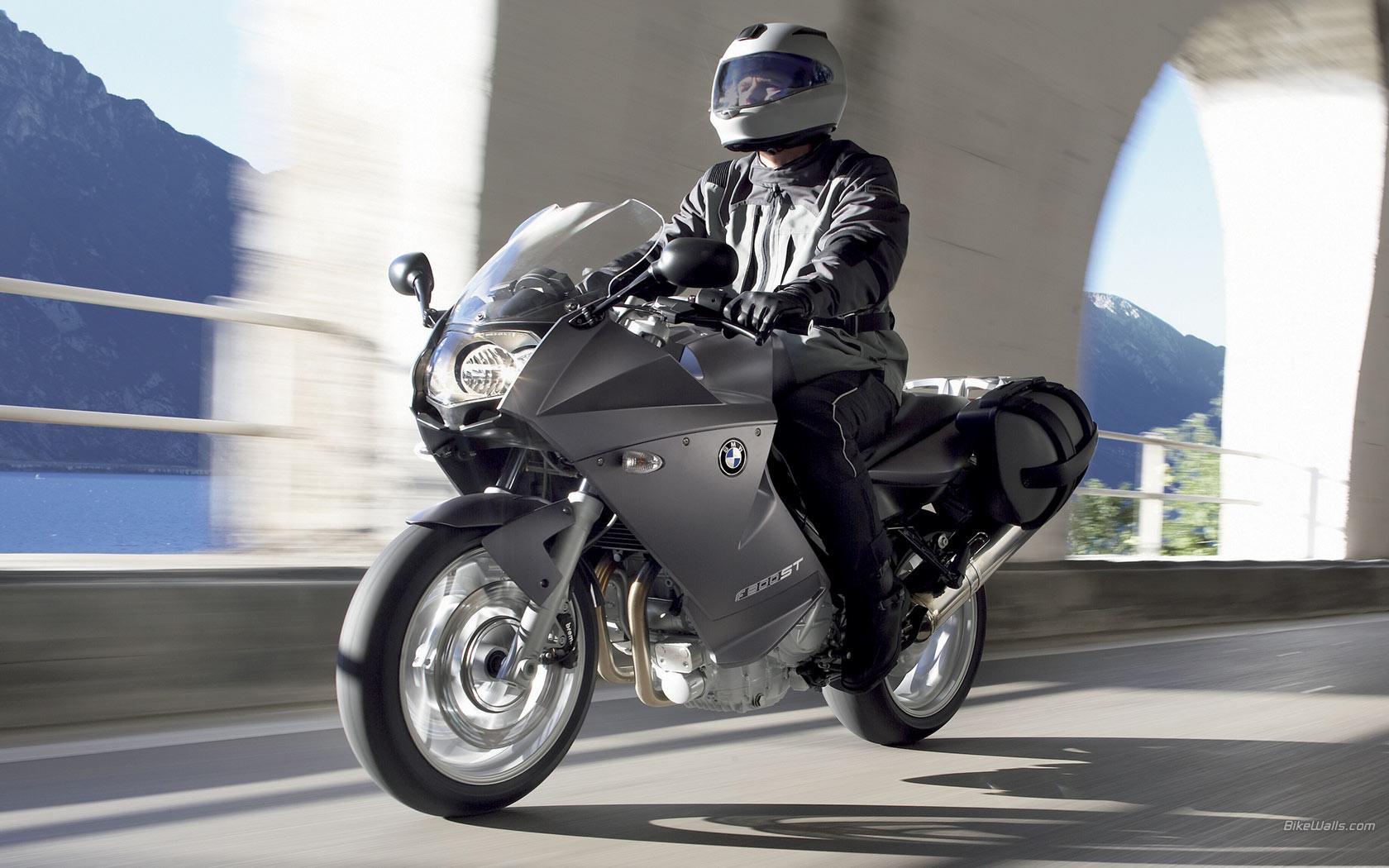 BMW_F_800_ST_2006_24_1680x1050.jpg