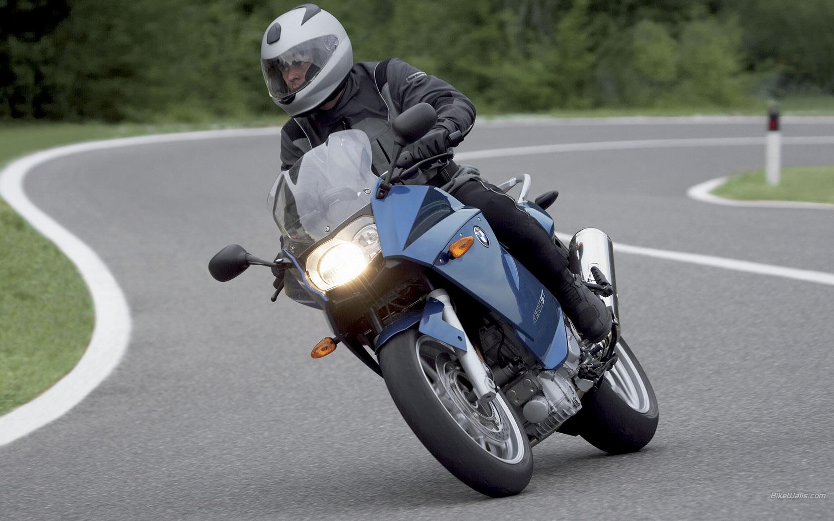 BMW_F_800_ST_2006_29_1680x1050.jpg