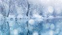 Chutes de neige sur un lac