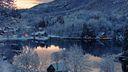 Village au bord du lac en hiver